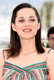 Marion Cotillard wore her hair straight with both sides pinned back during the 'Macbeth' photocall in Cannes.