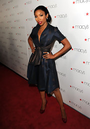 Brandy rocked the 'Mad Men' trend in a 60s inspired dress, complete with a polka-dot print,flared skirt and cinched waist.