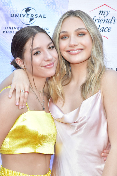 Maddie Ziegler Gold Ring [ending youth homelessness: a benefit for my friends place,ending youth homelessness: a benefit for my friends place gala,hair,blond,beauty,skin,hairstyle,long hair,fun,premiere,happy,smile,arrivals,maddie ziegler,mackenzie ziegler,hollywood palladium,california,los angeles]