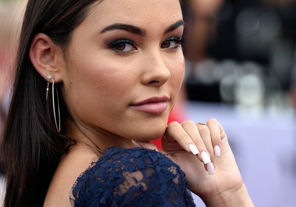 Madison Beer Sterling Hoops [hits 1,broadcasts,face,lip,hair,skin,eyebrow,beauty,cheek,nose,chin,lady,madison beer,billboard music awards,red carpet,hollywood,t-mobile arena,hits 1 in hollywood,siriusxm,red carpet]