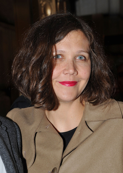 Maggie Gyllenhaal Bob [death of a salesman,hair,face,lip,hairstyle,chin,brown hair,smile,layered hair,maggie gyllenhaal,broadway,new york city,barrymore theatre,opening night]