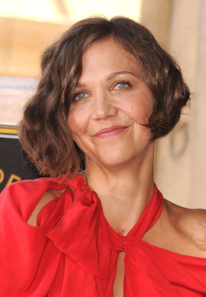 Maggie Gyllenhaal Short Wavy Cut [hair,face,hairstyle,chin,eyebrow,lip,smile,brown hair,long hair,layered hair,maggie gyllenhaal,emma thompson,emma thompson honored on the hollywood walk of fame,hollywood,california,hollywood walk of fame star ceremony]