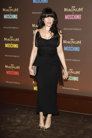 Daisy Lowe styled her sexy dress with elegant gold ankle-strap pumps.