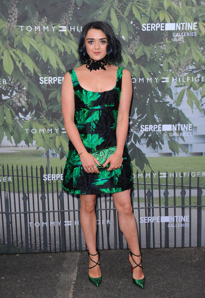 Maisie Williams Printed Clutch [clothing,cocktail dress,green,dress,fashion model,thigh,leg,fashion,lady,shoulder,arrivals,maisie williams,london,england,the serpentine gallery,serpentine summer party]
