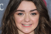 Maisie Williams Medium Wavy Cut