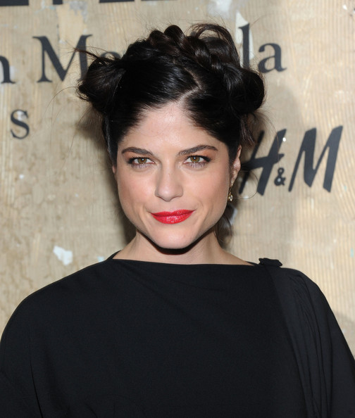 More Pics of Selma Blair Hair Knot (1 of 3) - Selma Blair Lookbook - StyleBistro
