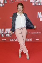 Nikola Kastner added a sporty touch to her look with a pair of pink drawstring pants when she attended the Berlin premiere of 'The Family.'