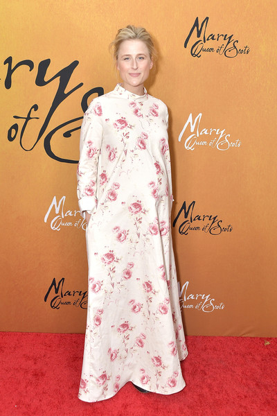 Mamie Gummer Maternity Dress [mamie gummer,mary queen of scots,clothing,red carpet,dress,carpet,formal wear,hairstyle,peach,pink,flooring,fashion,new york,paris theater,premiere,premiere]