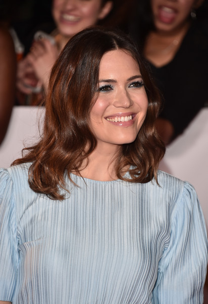 Mandy Moore Medium Wavy Cut [red carpet,hair,face,hairstyle,shoulder,brown hair,eyebrow,long hair,beauty,smile,layered hair,mandy moore,naacp image awards,pasadena civic auditorium,california]