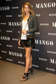 Anna De Pahlen paired her leather shorts with a mini quilted shoulder bag that came equipped with a chain strap.