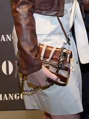 Simona Ventura finished off her fierce ensemble with a printed chain-strap bag.