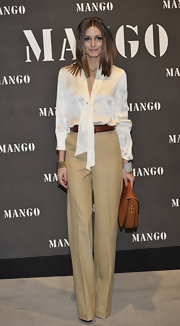 Olivia wore some stove cut high waisted khaki slacks with a loose white blouse for the Mango Collection Presentation.