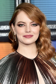 Emma Stone looked sweet and glam with her shoulder-length waves at the 'Maniac' season 1 premiere.