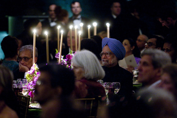 Obamas Host Indian Prime Minister Singh At The White House