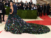 Zoe Saldana gave us major goosebumps with this Dolce & Gabbana feathered masterpiece she wore to the Met Gala. Now THAT is how you make an entrance!