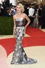 Naomi Watts looked absolutely dazzling at the Met Gala in a mirrored strapless gown by Burberry.