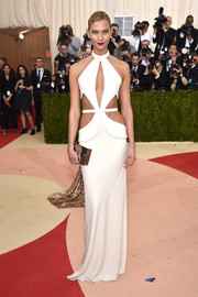 Karlie Kloss paired her gown with an embellished gold box clutch by Lisa Perry.