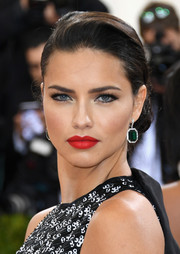 Adriana Lima amped up the glamour with a gorgeous red lip.