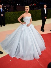 Claire Danes brought the WOW factor to the Met Gala with this pale-blue fiber optic-woven princess gown by Zac Posen. It glows in the dark! Absolutely stunning!