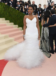 Jennifer Hudson brought some bridal glamour to the Met Gala with this strapless white mermaid gown by H&M.