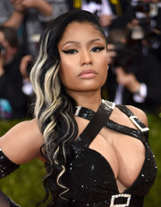 Nicki Minaj wore a glamorous white-streaked side sweep at the Met Gala.