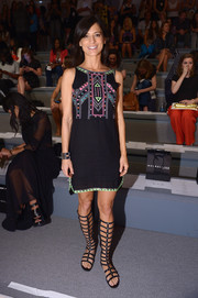 Perrey Reeves' knee-high black gladiator sandals were a cool finish to her look.