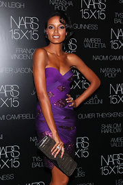 Selita paired her vibrant purple dress with a grey patent leather clutch.