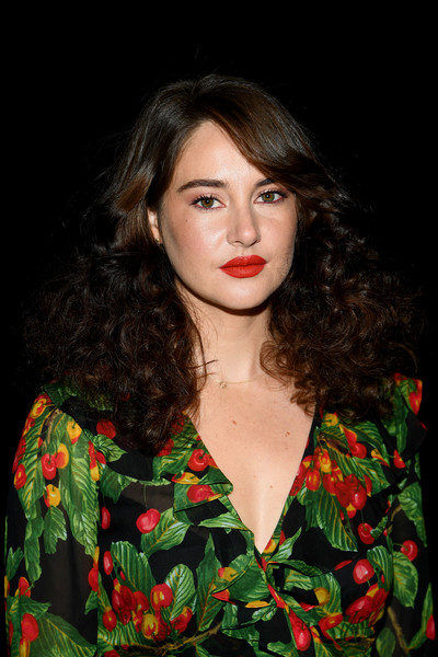 Shailene Woodley looked very girly with her thick curls and side-swept bangs at the Marc Jacobs Fall 2019 show.