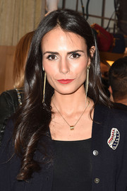Jordana Brewster wore her hair loose with a center part and curly ends during the #PATCHMARC event.