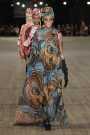 Winnie Harlow looked diva-ish in this asymmetrical printed maxi dress while walking the Marc Jacobs runway.