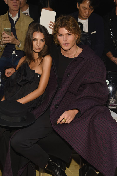 More Pics of Emily Ratajkowski Tube Top (4 of 8) - Tops Lookbook - StyleBistro [fashion,event,little black dress,dress,formal wear,suit,haute couture,tuxedo,marc jacobs spring 2019 runway front row,marc jacobs,emily ratajkowski,jordan barrett,front row,new york city,new york fashion week,the shows at park avenue armory]