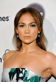 Jennifer Lopez made her eyes pop with some jewel-tone shadow.