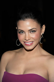 Jenna Dewan-Tatum accented her vibrant fuchsia dress at the Marchesa fall 2012 fashion show with a sheer muted pink lipstick.