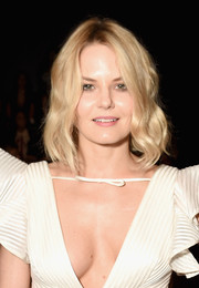Jennifer Morrison looked youthful and pretty wearing this wavy bob at the Marchesa fashion show.