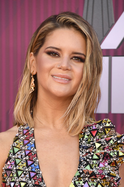 Maren Morris Geommetric Earrings [hair,face,hairstyle,blond,eyebrow,beauty,chin,brown hair,layered hair,long hair,arrivals,maren morris,iheartradio music awards,california,los angeles,microsoft theater,fox]