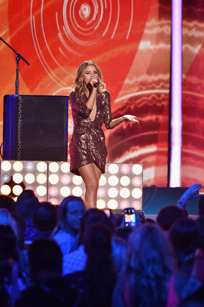 Maren Morris Sequin Dress []