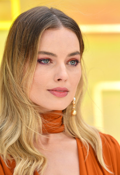 Margot Robbie Ombre Hair [once upon a time... in hollywood,hair,face,lip,blond,eyebrow,hairstyle,beauty,chin,skin,head,red carpet arrivals,margot robbie,uk,hollywood,odeon luxe leicester square,england,london,premiere,uk premiere]