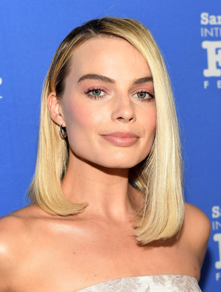haircut santa barbara margot robbie asymmetrical cut margot robbie shoulder 2200