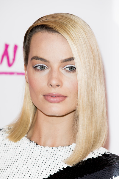 Margot Robbie Asymmetrical Cut [hair,eyebrow,beauty,human hair color,blond,hairstyle,chin,fashion model,cheek,forehead,red carpet arrivals,tonya,margot robbie,hair,red carpet,eyebrow,beauty,uk,premiere,premiere,margot robbie,i tonya,71st british academy film awards,harley quinn,actor,celebrity,2018,red carpet]