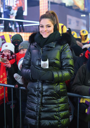 Maria Menounos looked super toasty in black winter gloves and a matching puffer coat during her 'Live from Times Square' show.