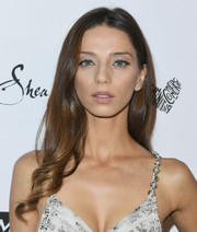 Angela Sarafyan sweetened up her look with this long wavy 'do for the 2018 Marie Claire Fresh Faces event.