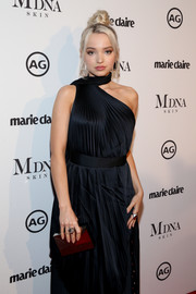 Dove Cameron paired a metallic box clutch by Kilian with a navy one-shoulder dress for the 2018 Image Makers Awards.