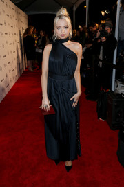 Dove Cameron looked simply sophisticated in a navy Yigal Azrouel one-shoulder gown with choker detail at the 2018 Image Makers Awards.