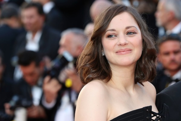 Marion Cotillard Medium Wavy Cut [ismaels ghosts,film,edition,hair,hairstyle,beauty,premiere,event,shoulder,long hair,dress,smile,crowd,red carpet arrivals,marion cotillard,french,cannes,cannes film festival,gala,screening]