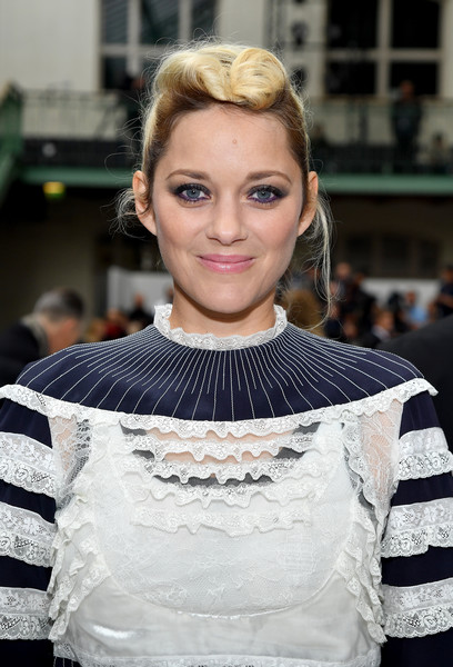 Marion Cotillard Pompadour [hair,beauty,human hair color,fashion accessory,hairstyle,lady,girl,fashion model,fashion,hair accessory,valentino,marion cotillard,front row,part,paris,france,paris fashion week womenswear spring,show]