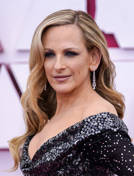 Marlee Matlin Long Wavy Cut [clothing,hair,joint,skin,head,lip,chin,shoulder,eye,eyelash,marlee matlin,hair,hair,hair coloring,model,clothing,california,los angeles,union station,annual academy awards,hair coloring,blond,brown hair,layered hair,ringlet,lock of hair,hair,long hair / m,long hair,model]