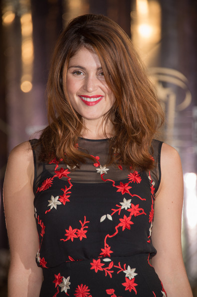 More Pics of Gemma Arterton Cocktail Dress (1 of 8) - Gemma Arterton Lookbook - StyleBistro