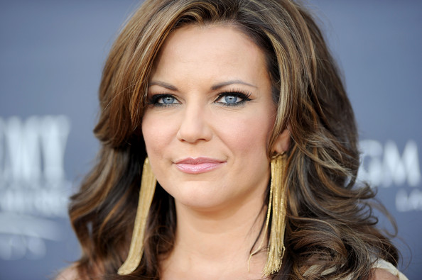 Martina McBride Dangling Chain Earrings [hair,face,hairstyle,eyebrow,blond,chin,layered hair,lip,beauty,brown hair,arrivals,martina mcbride,academy of country music awards,red carpet,nevada,las vegas,mgm grand garden arena]