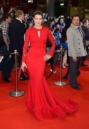 Cobie Smulders was smoldering at the 'Avengers' premiere in this to-die-for red gown.