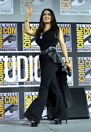 Salma Hayek teamed her top with black flare jeans.
